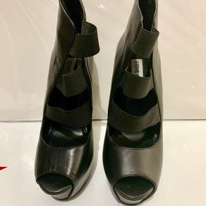 Steve Madden black ankle booties w/ open front
